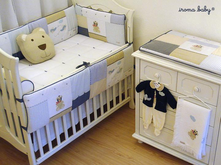 Quarto Urso Aviador e Roupa da Maternidade combinando com o ambiente.